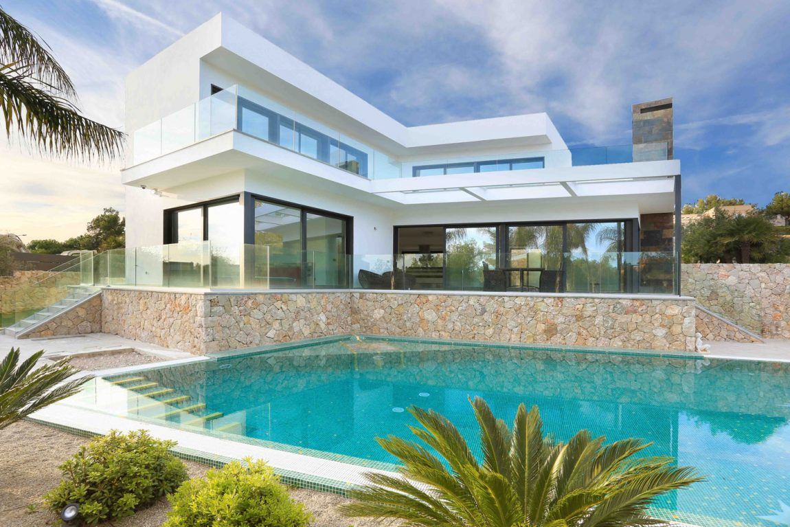Contemporary villa with pool