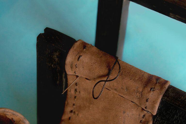 DIY Leather Sling Wine Rack - ruller pencil