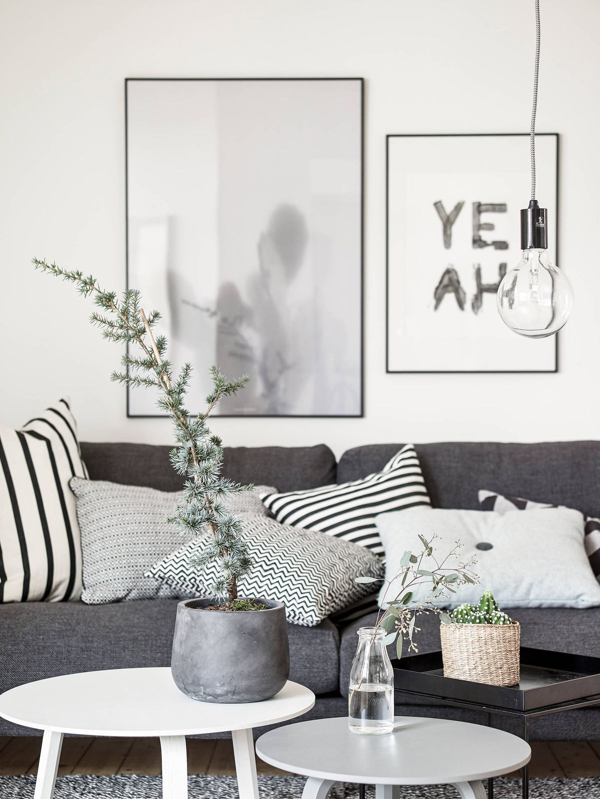 10 tips for the best scandinavian living room decor - Cojines para sofa gris oscuro ...