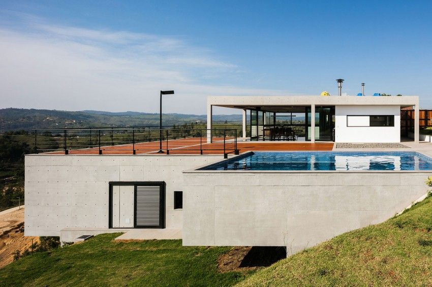Elevated pool on a Brazilian home