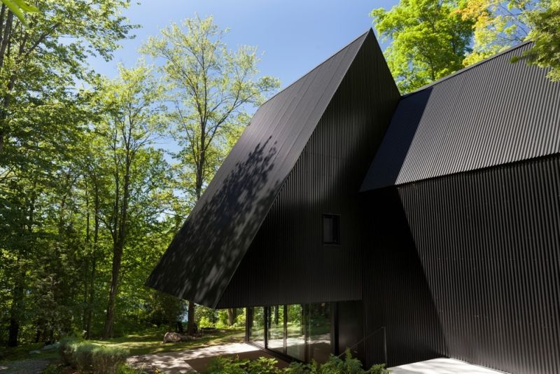 FAHOUSE in Quebec cantilever
