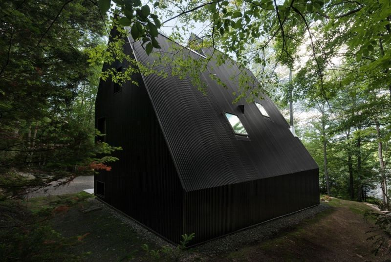 FAHOUSE in Quebec dark metal exterior