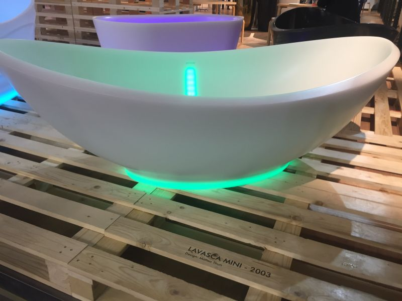 Freestanding bathroom bathtub with light