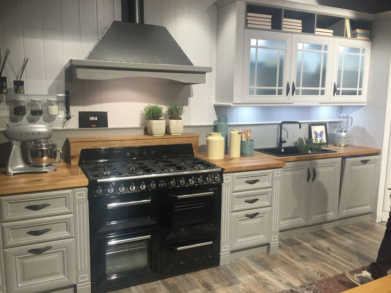 Gray and wood is the perfect combination for kitchen