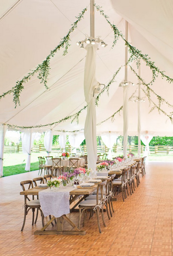 Green lives to decorate the wedding tent