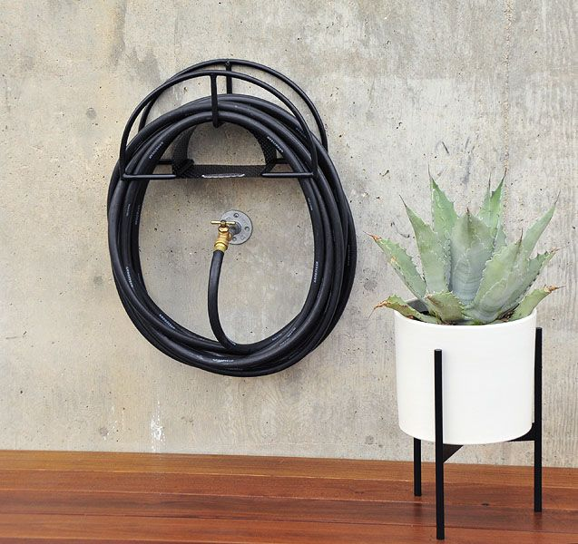 Charmant Simple Designs That Can Replace Your Old Garden Hose Holder