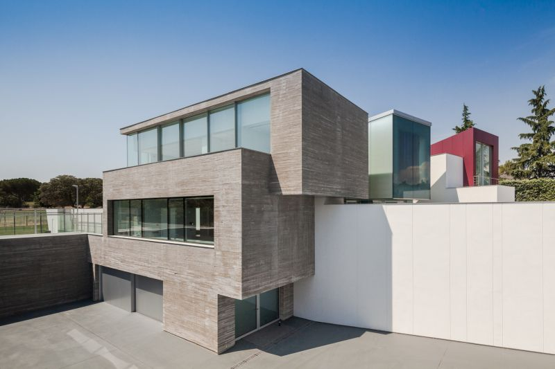House H in Madrid exposed concrete facade