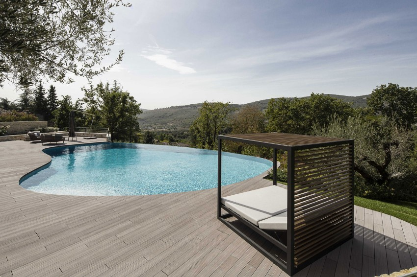 House in Perugia with a round pool
