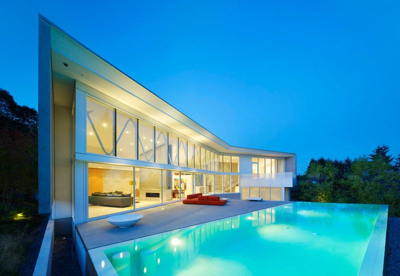 House in Vancouver opens to a deck swimming pool