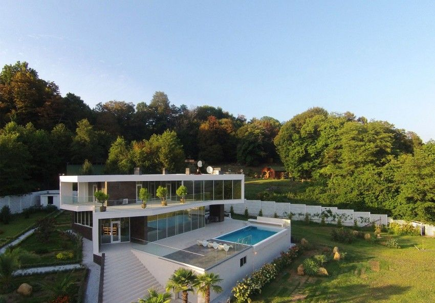 Impressive house with an elegant landscape