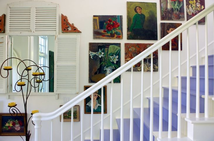 Levender stairs paint