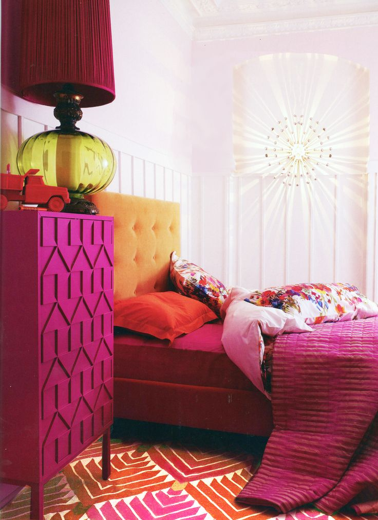 Light walls bright accents