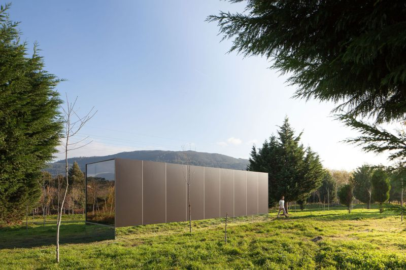 Modern Prefab Home That Seems To Levitate Above Ground
