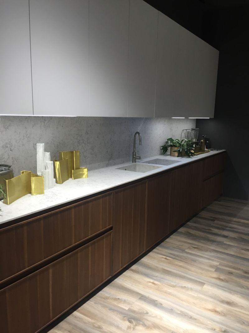 Marble kitchen backsplash and countertop decorated with gold accessories and eye cathing led under cabinet lighting