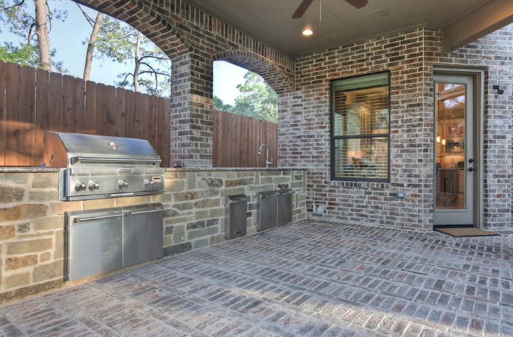 Outdoor kitchen brick patterns