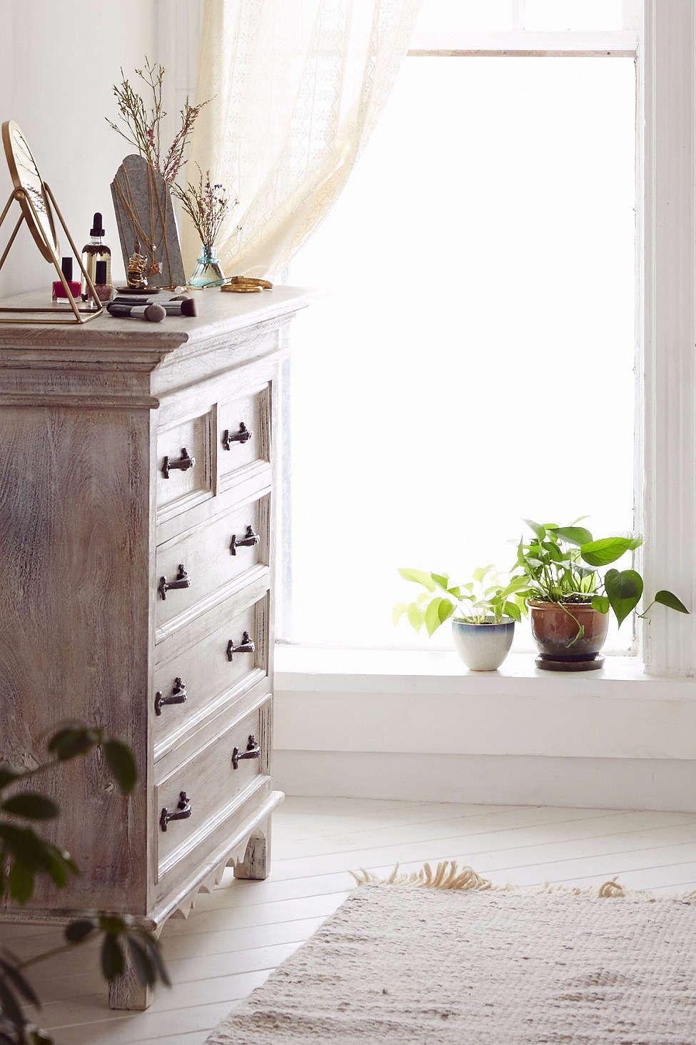 Padma dresser
