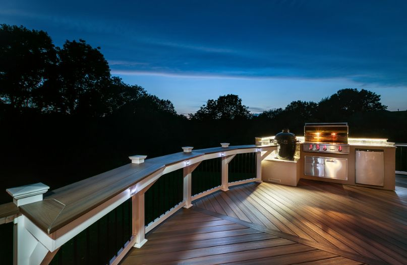 Robust deck railing design