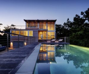Seaside residence design with a cool swimming pool