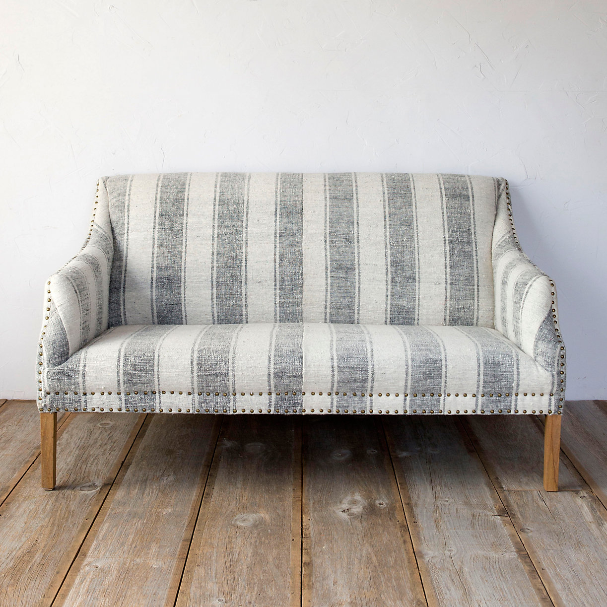 Best furniture for a shabby chic living room - Telas para tapizar un sofa ...