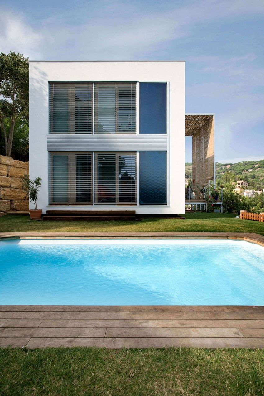Small House With Pool By Noem