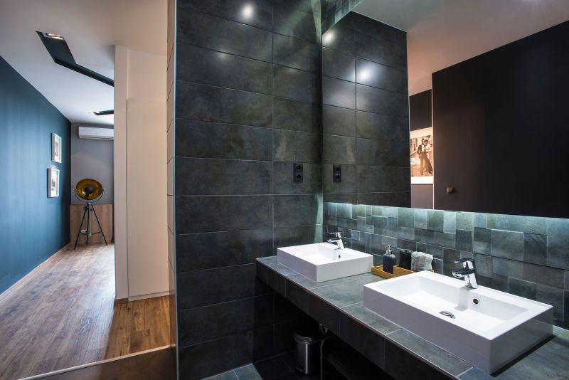 Studio Loft in Barcelona bathroom en suite
