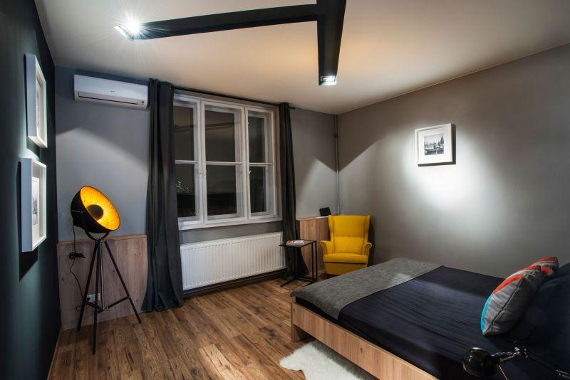 Studio Loft in Barcelona bedroom gray wall