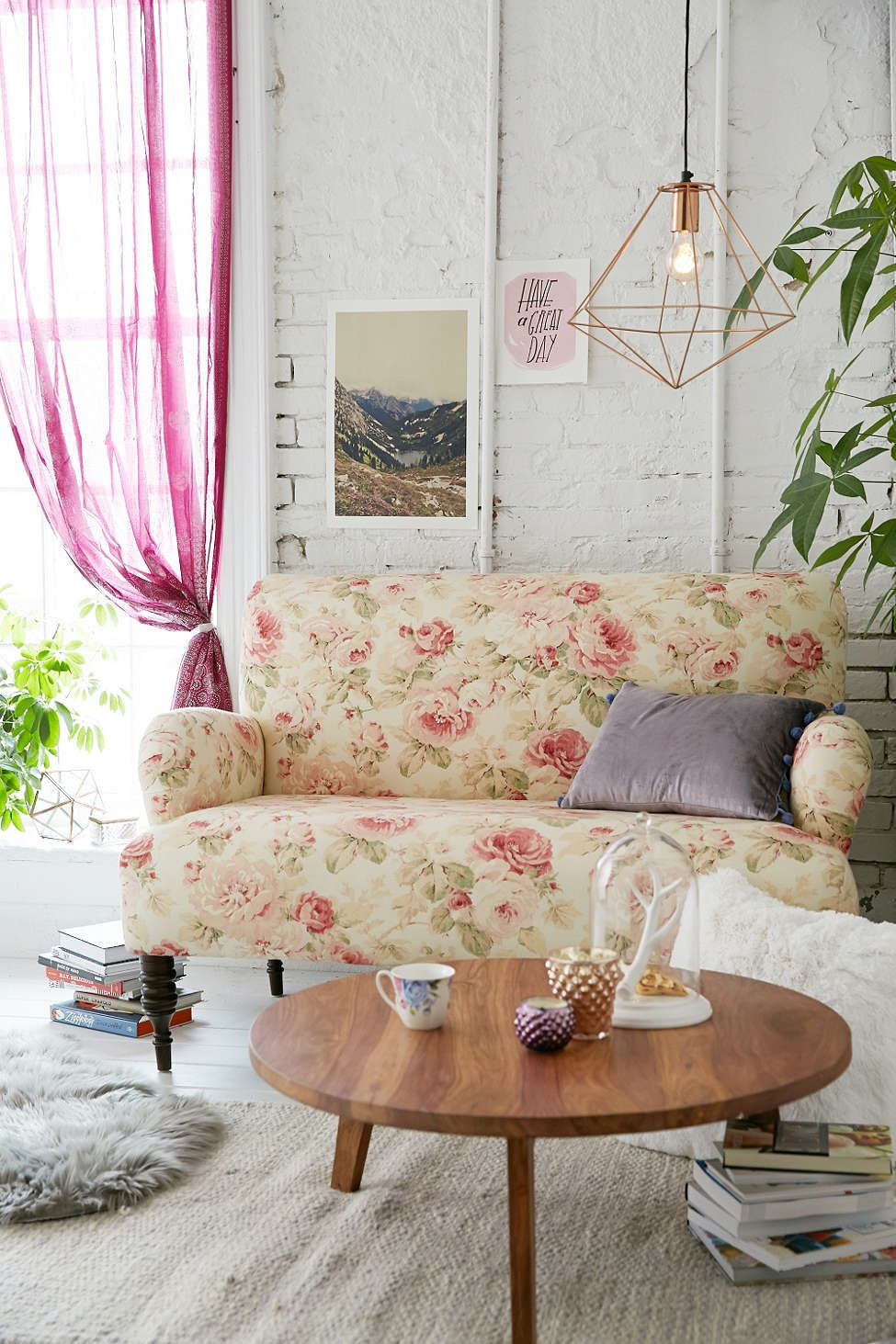 Best furniture for a shabby chic living room for Salon style shabby chic