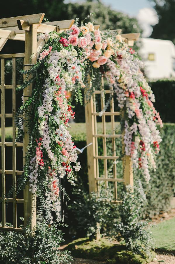 Turn garden into a beautiful wedding area