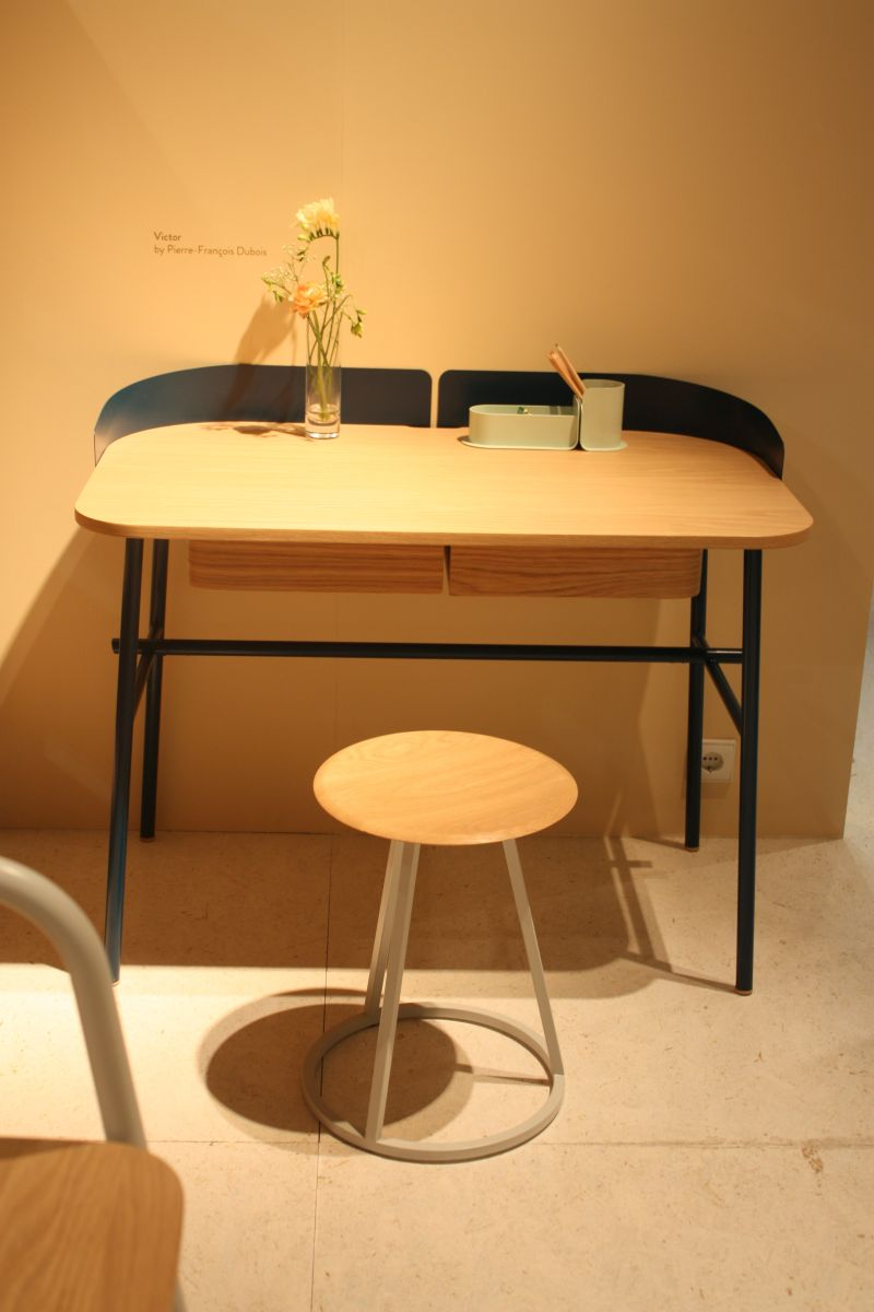Victor desk table with a small wall for privacy