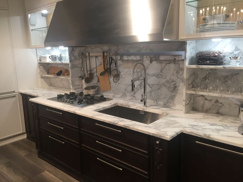 White and gray marble backsplash with a dark bronw for lower cabinets