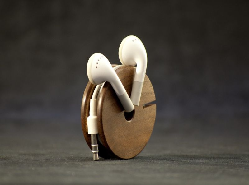 Wooden earphone holder