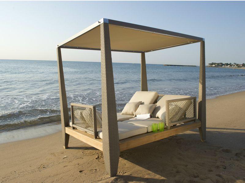 Zayo doube canopy bed