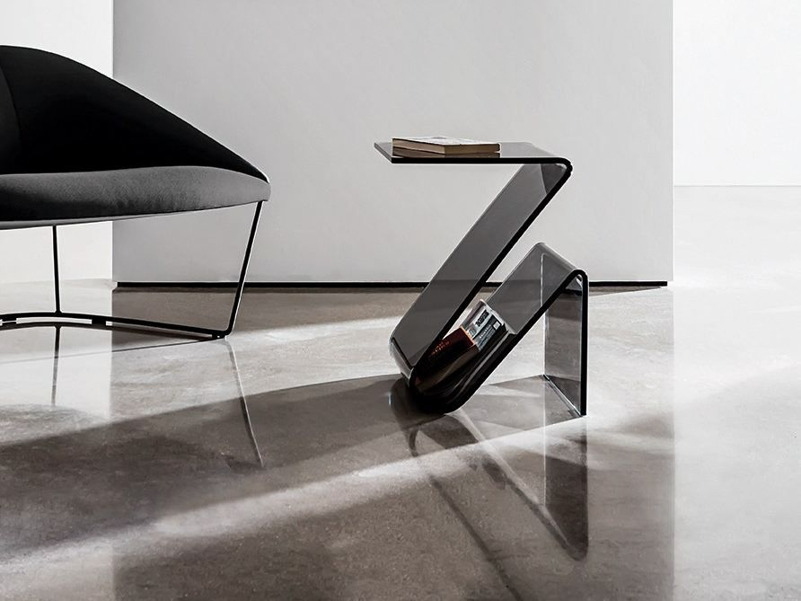 Zeta Glass coffee table with integrated magazine rack