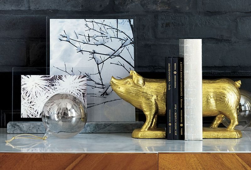 A Touch Of Glamor At The Workplace: Gold Desk Accessories
