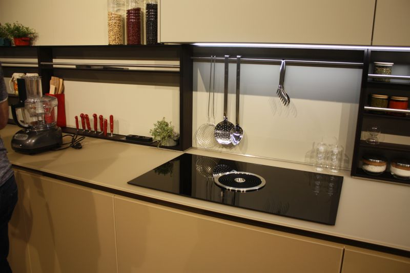 Amazing idea to store knifes into the countertop