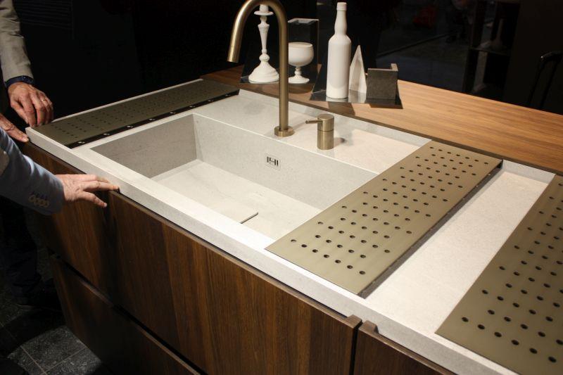Binova sink sliding panels