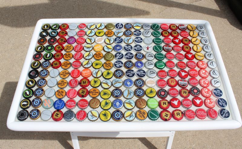Fun and ingenious diy projects you can do with bottle caps for How to make a table out of bottle caps