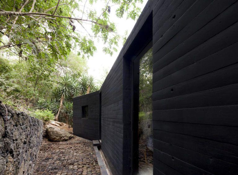 Contemporary cabin in Mexico back walls