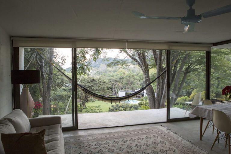Contemporary cabin in Mexico dining