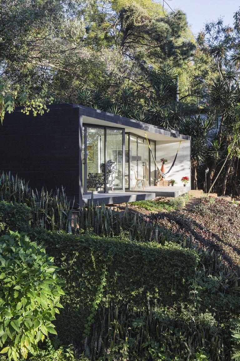 Contemporary cabin in Mexico small porch