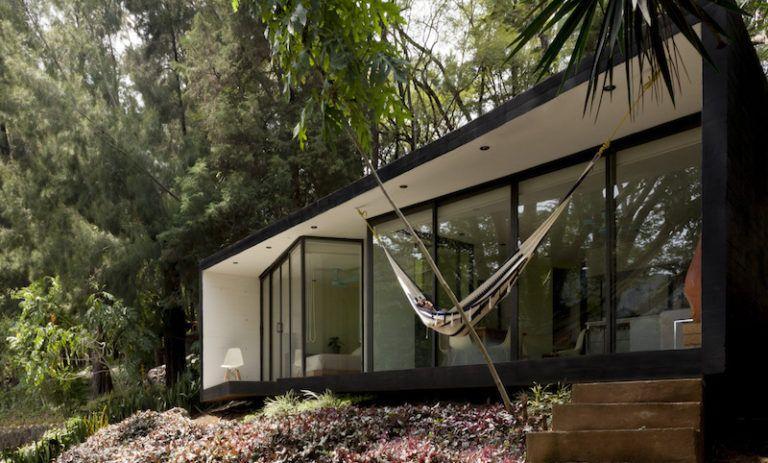 Contemporary cabin in Mexico split design