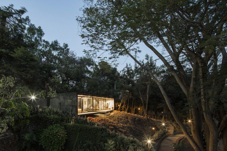 Contemporary cabin in Mexico sunset view