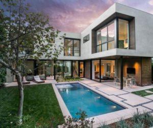 Light-Filled Residence Blends Into The Californian Hillside