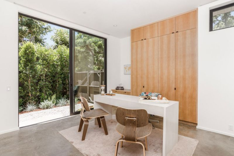 Contemporary home in Californian hillside desk and chairs