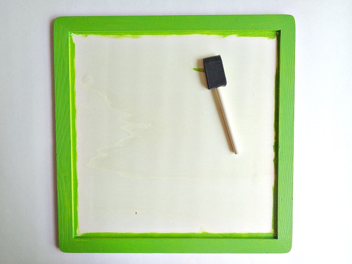 DIY Mini Chalkboard Wall Hanging - step 1 painting