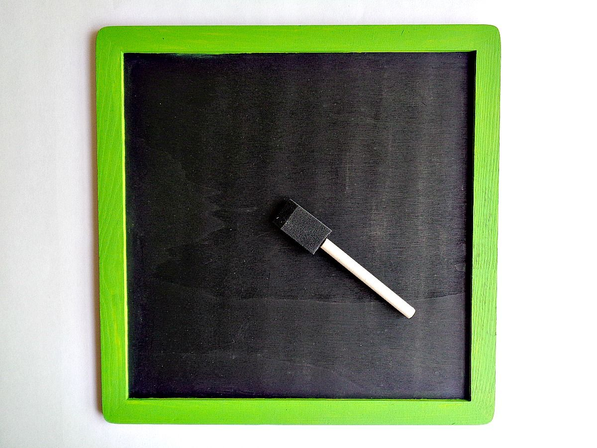 DIY Mini Chalkboard Wall Hanging - step 2 add chalck