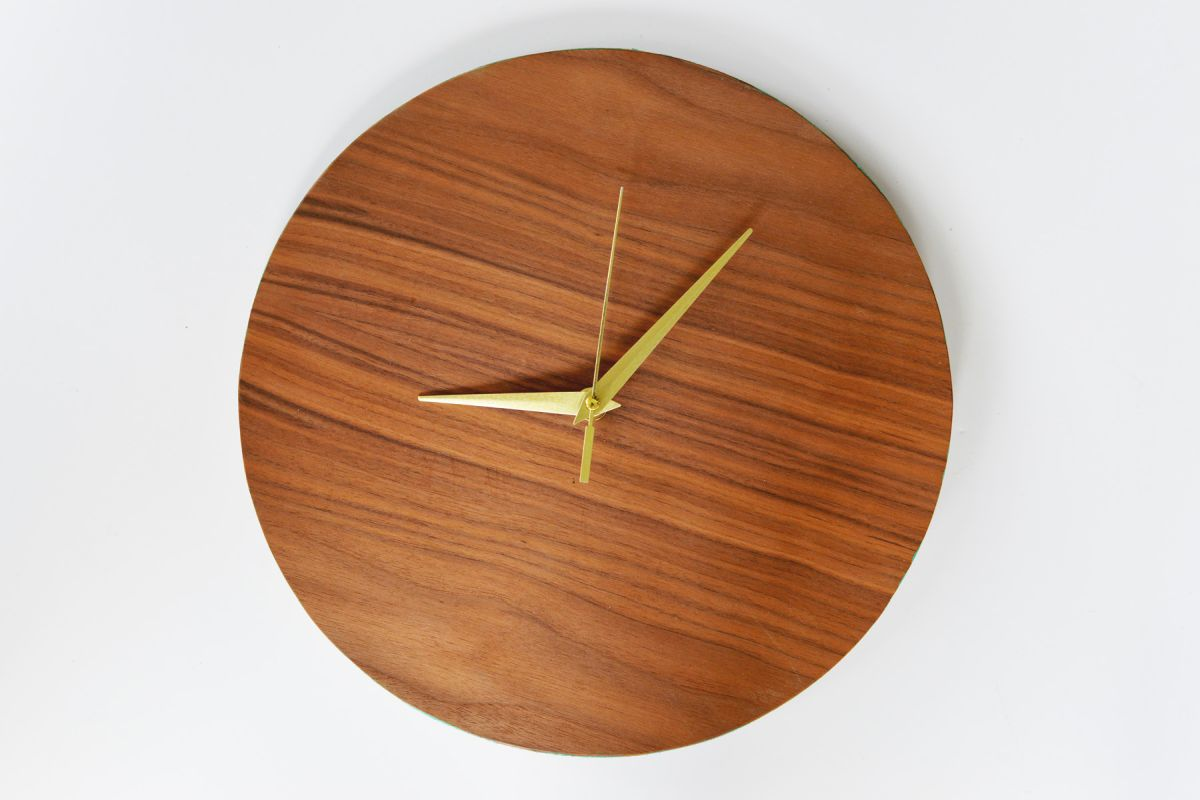 DIY Modern Wood Wall Clock Display