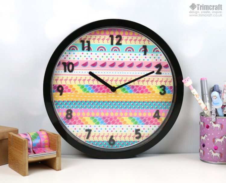 Decorate the wall clock with washi tape
