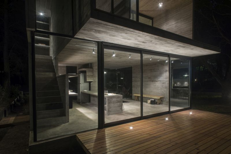 H3 House floor to ceiling windows