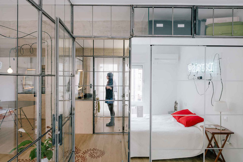 Madrid apartment with no solid walls bedroom